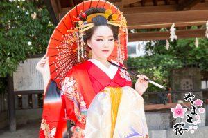 龍王宮で和傘を持った本格古典風花魁